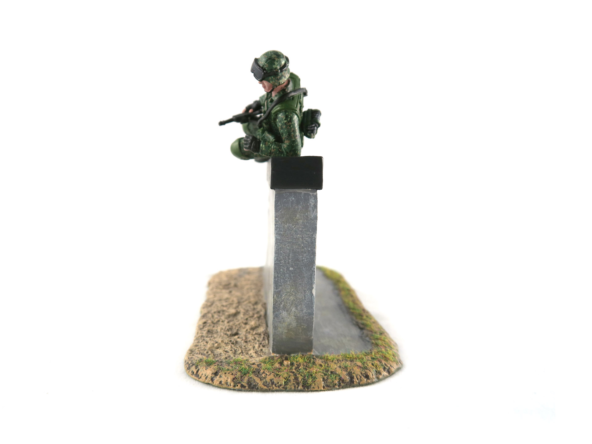 SAF Standard Obstacle Course SOC Low Wall Obstacle Toy Soldier Collectible Figurine (Side 2)
