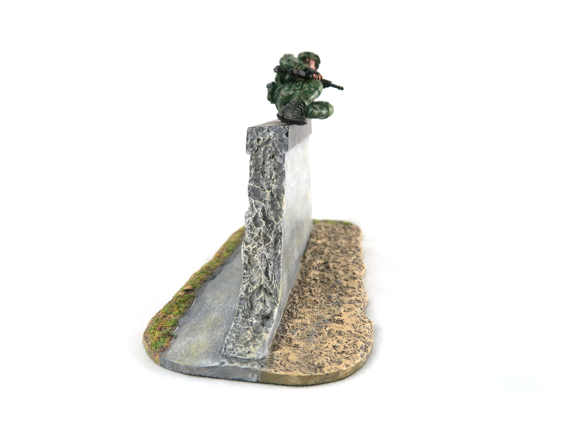 SAF Standard Obstacle Course SOC Low Wall Obstacle Toy Soldier Collectible Figurine (Side)