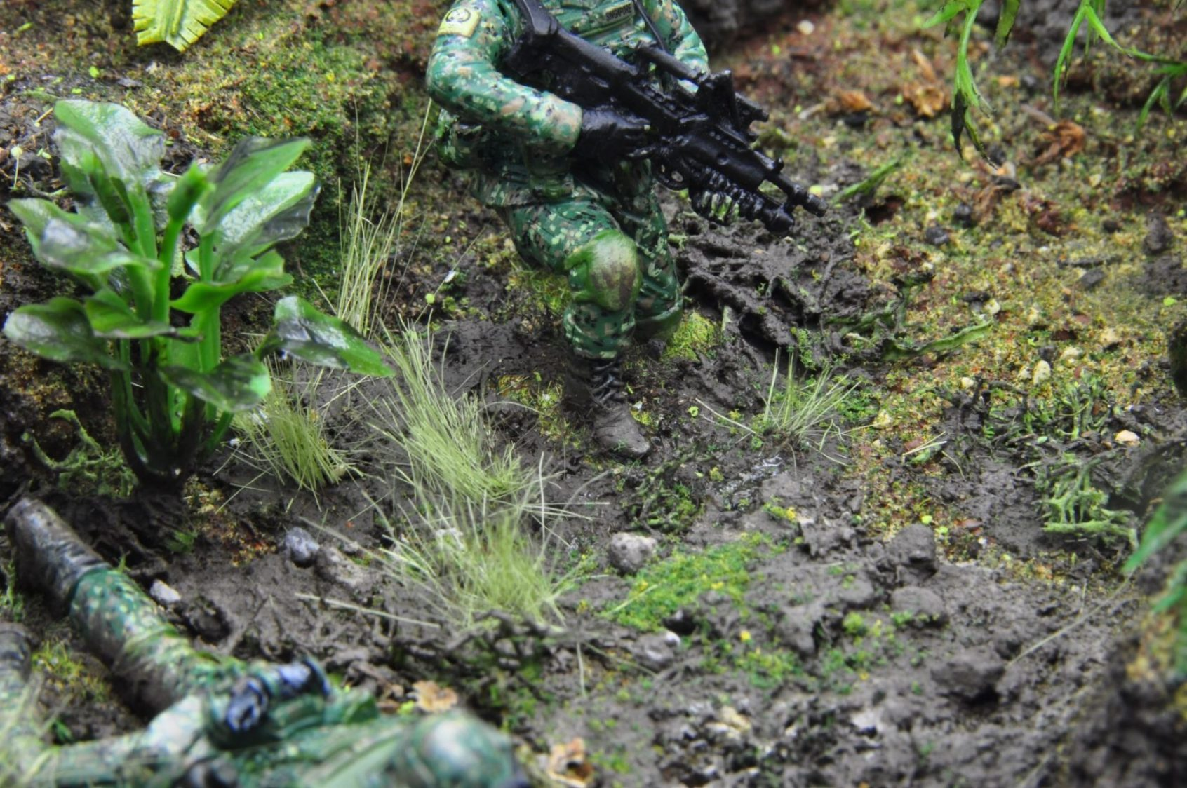 Miniature Stories Singapore Soldier & Jungle Diorama