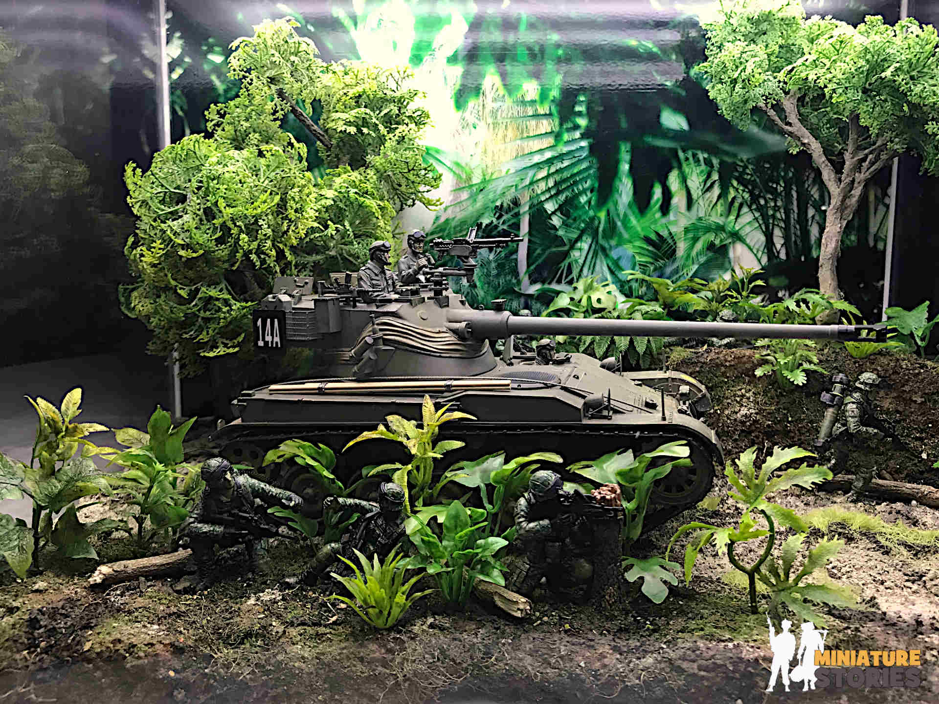 AMX-13 SM1 Tank Jungle Diorama with 47cm Acrylic Case with LED Lights